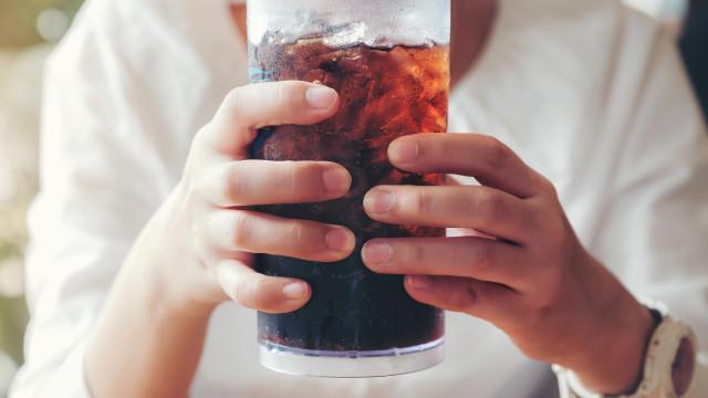 Pesquisa revela que bebida diet aumenta o risco de doença cardíaca