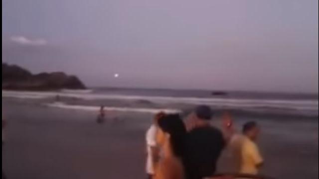 Banhistas filmam 'bola de fogo' no céu de Florianópolis; veja