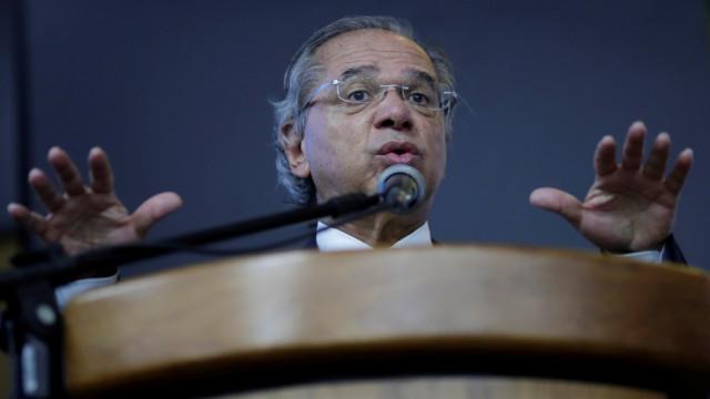 Após desistência, CCJ faz acordo para ouvir Guedes em 3 de abril