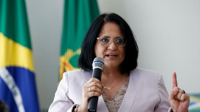 Caixinhas da anistia serão abertas, diz Damares Alves