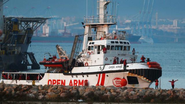 UE suspende resgates de migrantes no Mediterrâneo