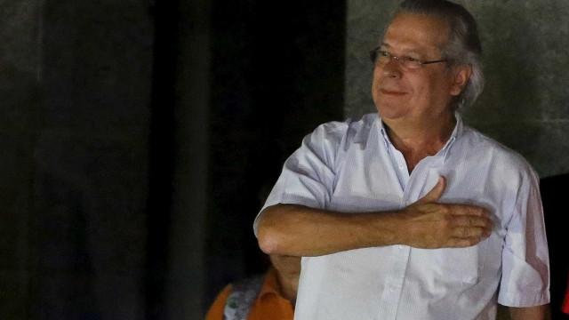 Militares estão unidos com governo e vão comemorar o golpe, diz Dirceu