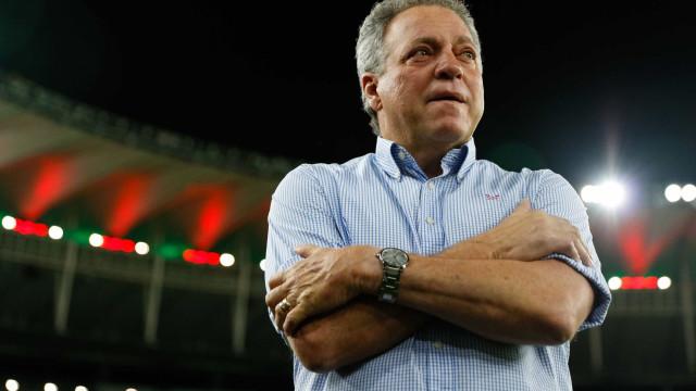 Hospitalizado, Abel Braga tranquiliza torcedores do Fla: 'Estou bem'