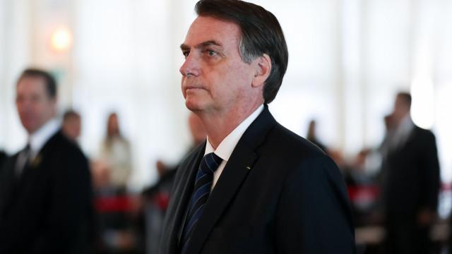 Bolsonaro diz que Vélez é 'novo no assunto' e que 'não tem tato'