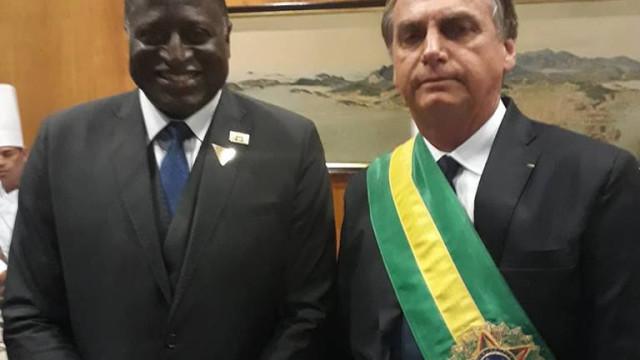 Bolsonaro chega a festa em churrascaria antes do aniversariante