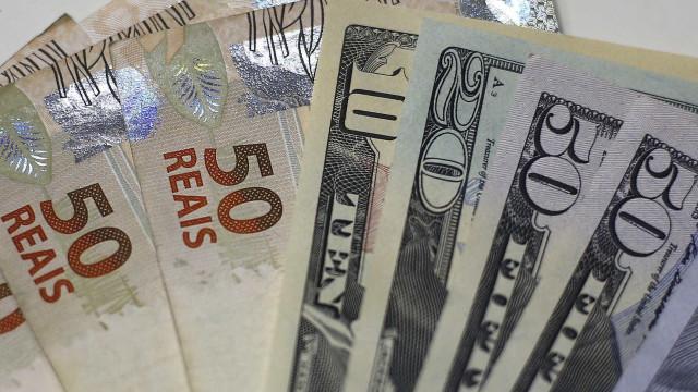 Bolsa fecha quinta-feira em alta e dólar recua