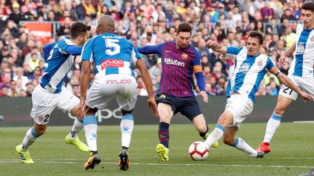 Messi brilha, Barça vence o Espanyol e amplia vantagem no Espanhol