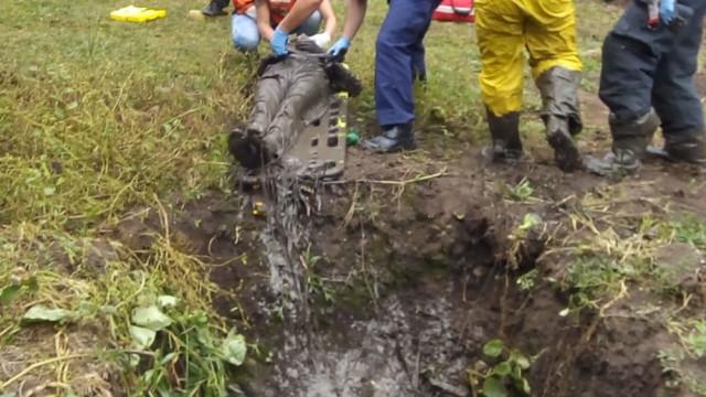 Idoso de 65 anos é resgatado após passar noite dentro de fossa