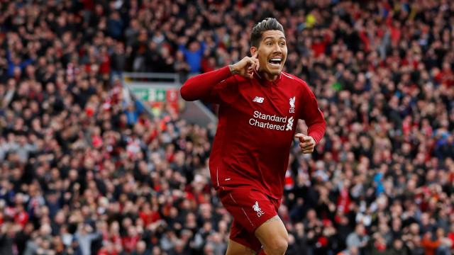 Firmino marca, Liverpool vence o Tottenham e retoma a ponta do Inglês