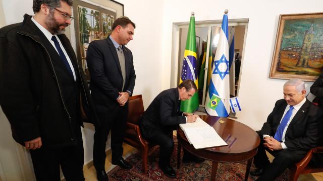 Em Israel, Bolsonaro homenageia militares e vai a Muro das Lamentações