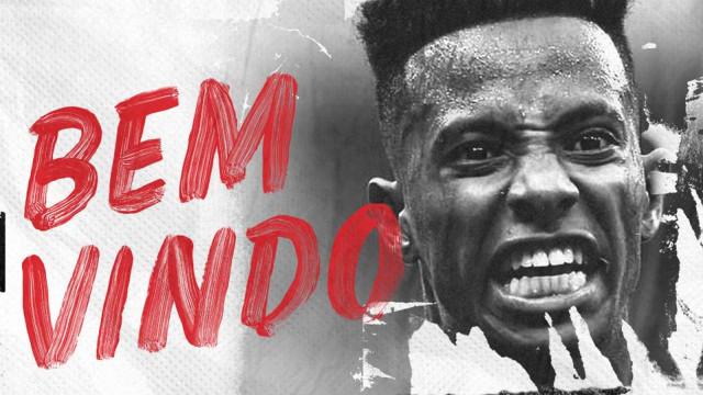 São Paulo oficializa a contratação do meia Tchê Tchê, ex-Palmeiras