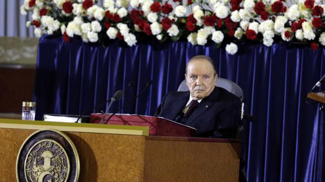 Presidente da Argélia diz que vai renunciar antes de 28 de abril