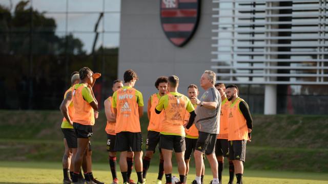 Abel volta ao Flamengo, se emociona e já projeta duelo com o Peñarol