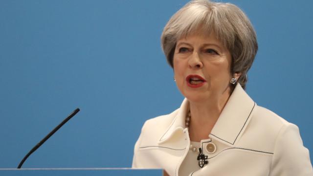 Theresa May vai pedir uma nova extensão do prazo do Brexit