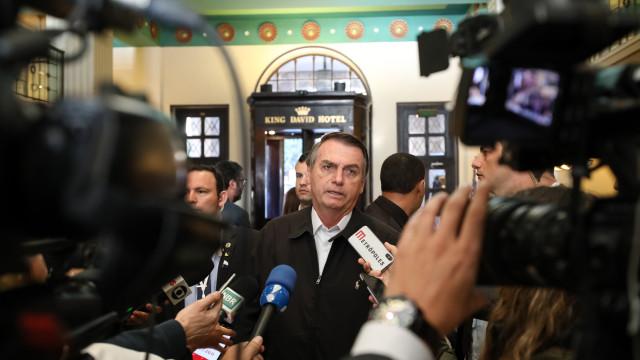 Bolsonaro embarca de volta ao Brasil e promete focar na Previdência