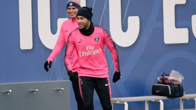 Neymar volta a treinar no PSG após mais de 2 meses