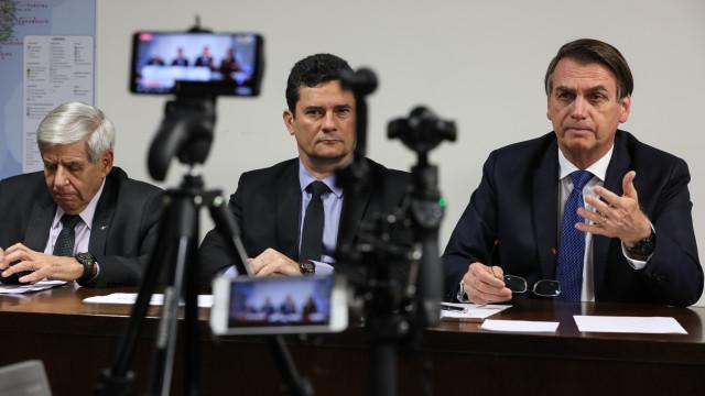 Bolsonaro quer mandar alunos para exterior 'como foi feito lá atrás'