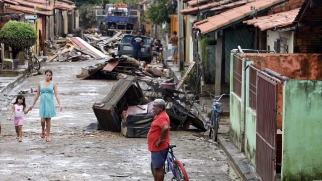Enxurrada mata 3, deixa dezenas de feridos e destrói 40 casas no Piauí
