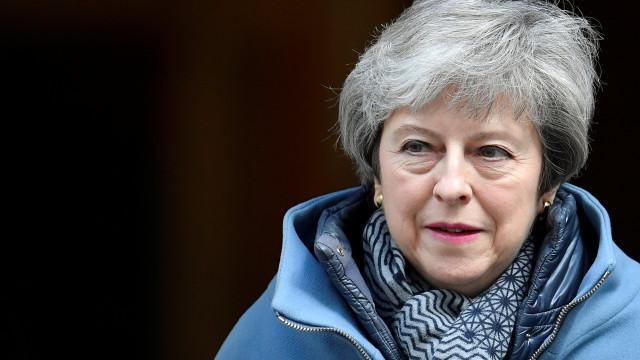 Primeira-ministra britânica pede adiamento do brexit para 30 de junho