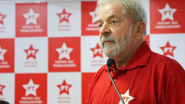 Lula presta depoimento durante duas horas na sede da Polícia Federal