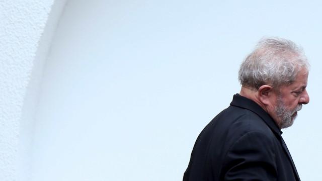 Lula fica em silêncio em depoimento à Polícia Federal