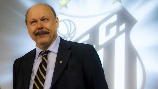 Em busca de camisa 9, Santos pode se reforçar com mais um estrangeiro