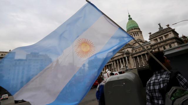 Crise leva 2,7 milhões à pobreza em seis meses na Argentina
