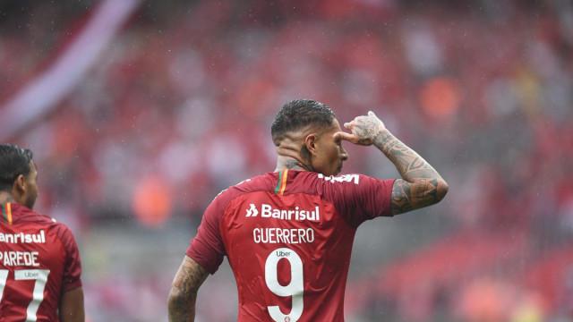 'Minha vida é o futebol', diz Guerrero após gol no retorno aos gramados