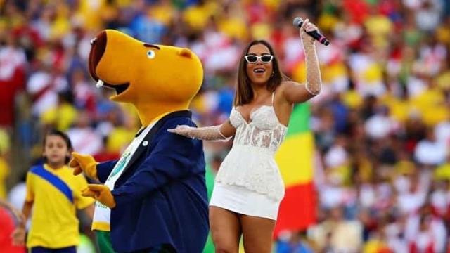"""Anitta é critica no encerramento da Copa América: """"Chama a Ivete"""""""