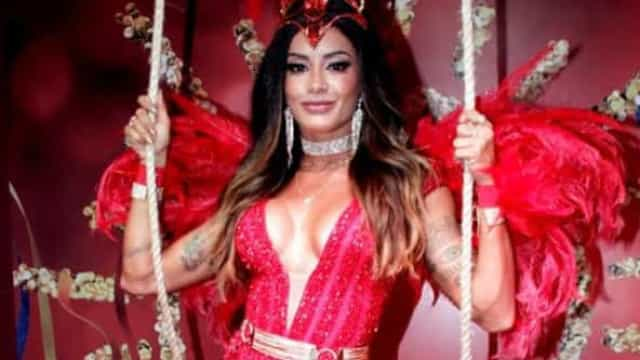No lugar de Sabrina, Aline Riscado é coroada rainha da Vila Isabel