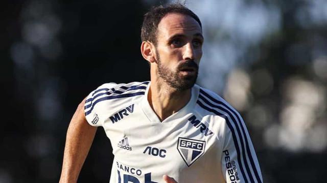 São Paulo confia em regularização para Juanfran atuar no domingo