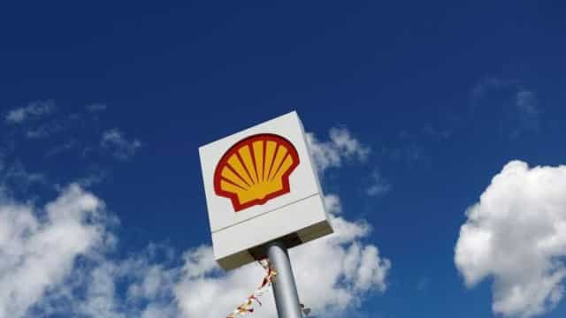 Ibama cobra explicações da Shell sobre barris encontrados no litoral