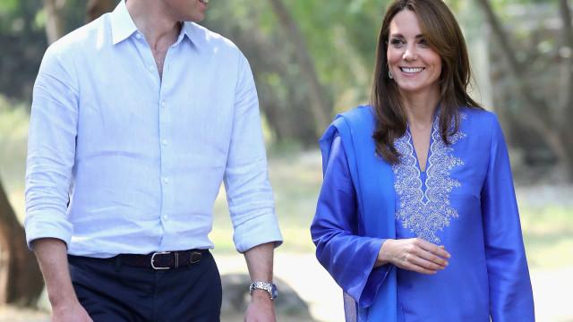 Paquistão: William e Kate Middleton visitam escola para meninas