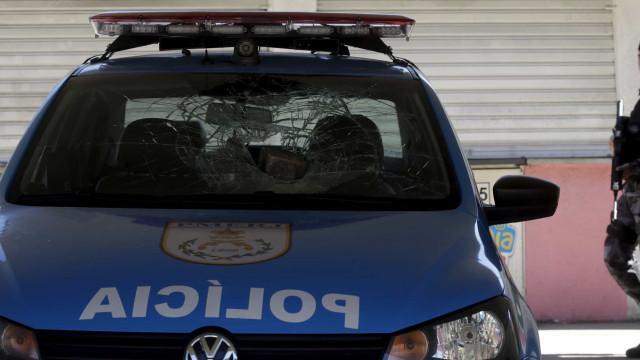 Quatro homens morrem e quatro ficam feridos em confronto com PM no Rio