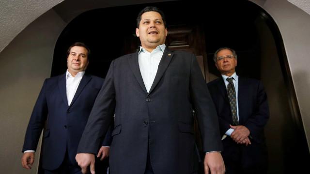 Alcolumbre e Maia assinam promulgação da reforma da Previdência