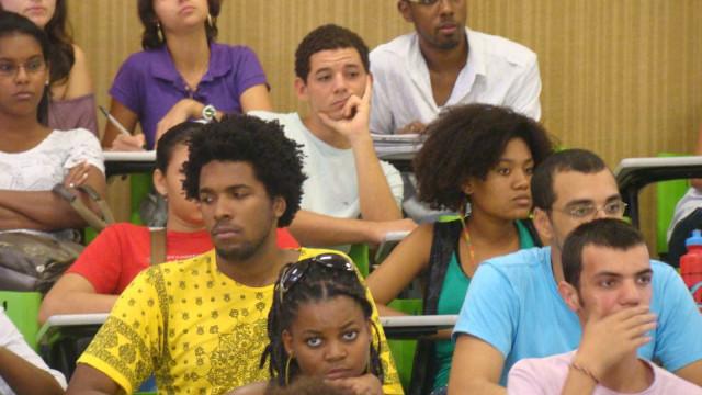 Pela 1ª vez, negros são maioria nas universidades públicas