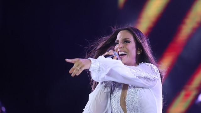 Ivete Sangalo manda indireta durante show: 'Os postos caem'