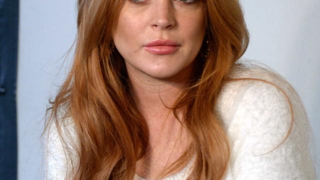 """Foto de Lindsay Lohan leva fãs a questionarem: """"Estás grávida?"""""""
