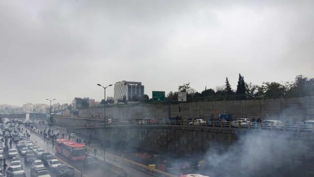 Irã: autoridades usam balas reais contra manifestantes