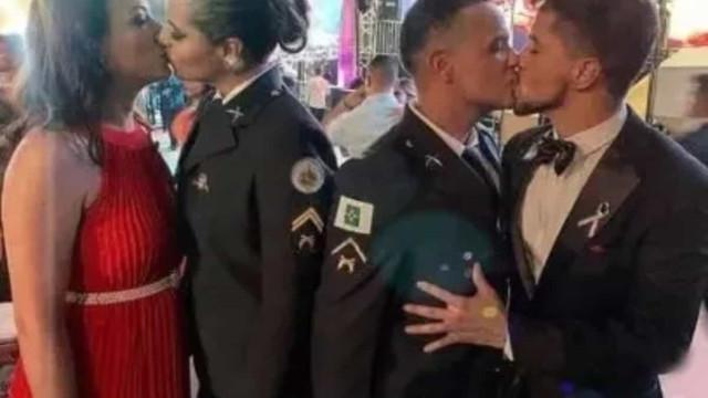 Promotoria vai investigar homofobia após beijos em formatura da PM