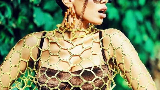 Anitta se veste de abelha para trio em Salvador