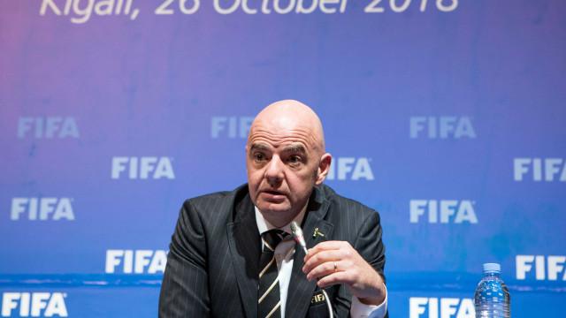 Presidente da Fifa considera 'insustentável' jogos com portões fechados
