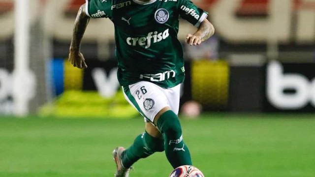 Jogador mais antigo do Palmeiras, Victor Luís comemora seis anos
