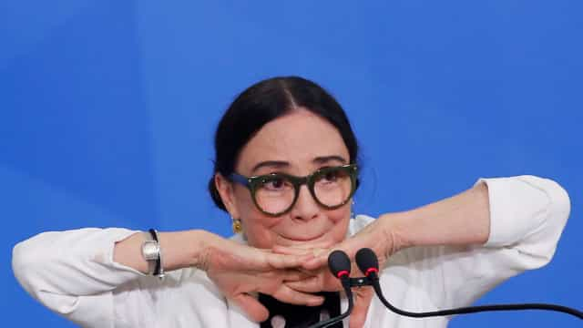 Regina Duarte diz que Bolsonaro 'está certíssimo' sobre quarentena