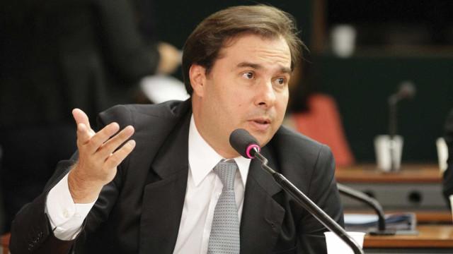 Maia critica divulgação de atos pró-governo: não é papel da Secom