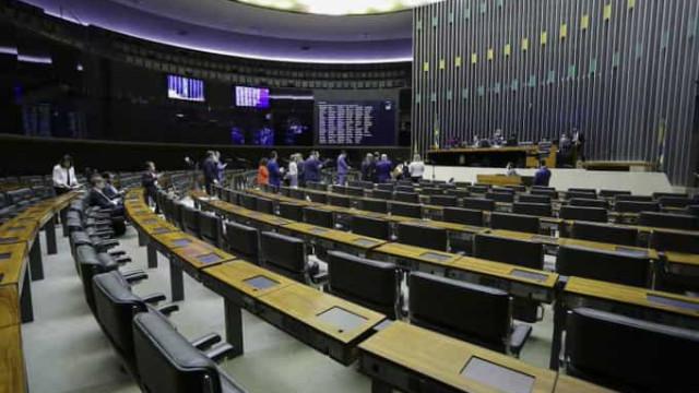 Câmara aprova dispensa de atestado médico a trabalhador com covid-19