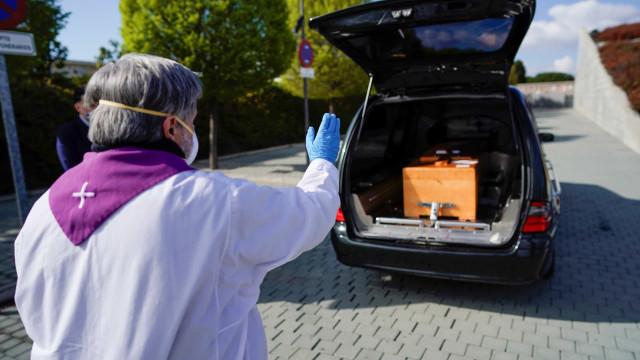 Espanha tem 832 mortes em um dia pelo novo coronavírus