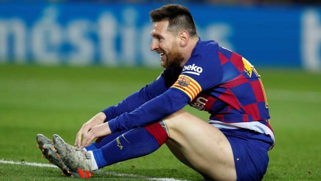 Messi diz que elenco do Barcelona aceitou reduzir salários em 70%