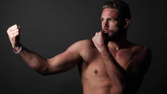Campeão mundial de boxe é suspenso por sugerir violência doméstica