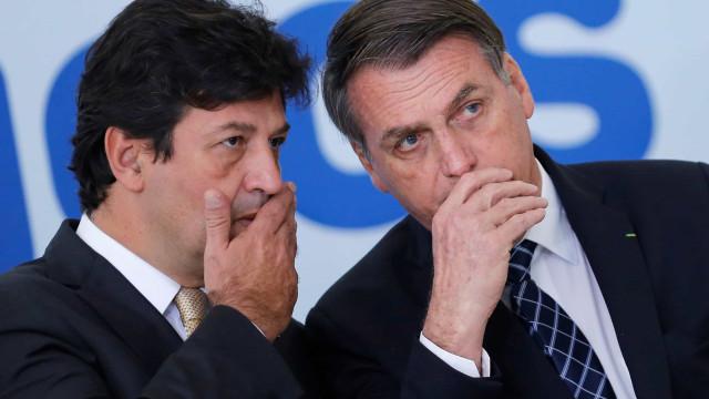 Bolsonaro 'frita' Mandetta mas afirma que não vai demitir o ministro
